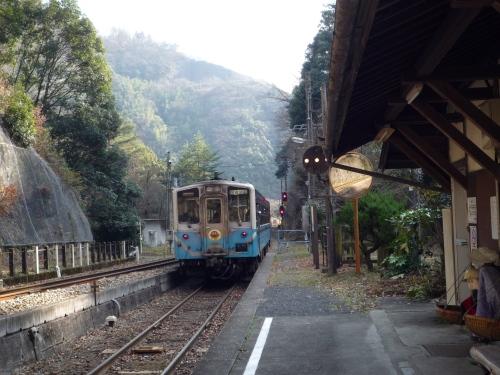 坪尻駅 スイッチバック式の駅
